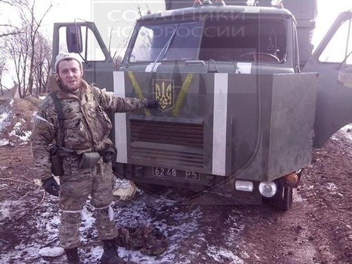 Судьба одного самодельного броневика в зоне украинского конфликта (4 фото)