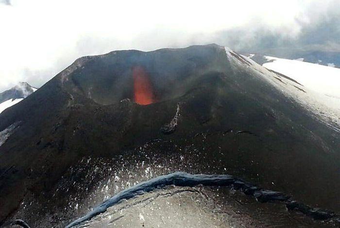 В Чили начал извергаться вулкан Вильяррика (15 фото)