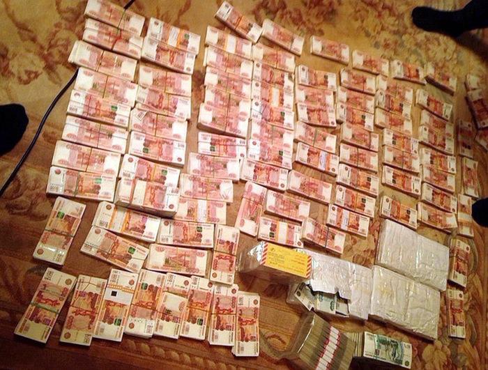 Губернатор Сахалина Александр Хорошавин был задержан после того, как в его сейфе нашли 60 млн рублей (3 фото + видео)