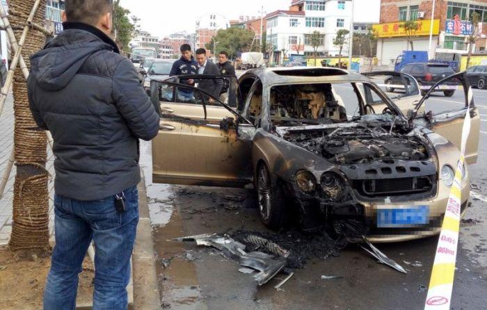 Китайские страховщики отказались платить за сгоревший Bentley (6 фото)