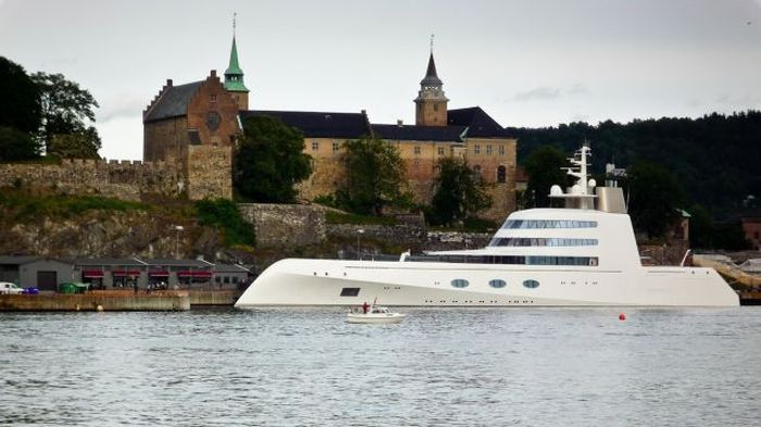 Яхта российского миллиардера Андрея Мельниченко за 300 млн долларов (50 фото)