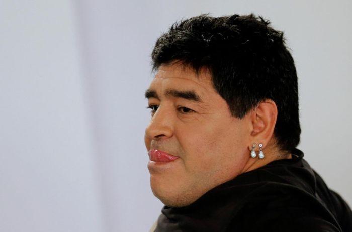 Диего Марадона не без помощи хирургов кардинально изменил свою внешность (4 фото)