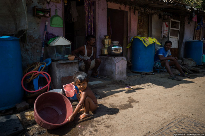 Как устроена жизнь в трущобах Мумбая – Дхарави (51 фото)