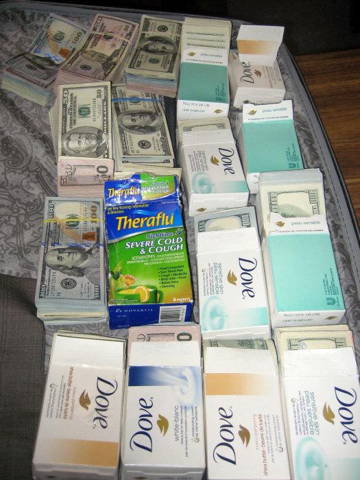 В аэропорту Нью-Йорка задержан мужчина с наличными на сумму более 770 тысяч долларов (5 фото)