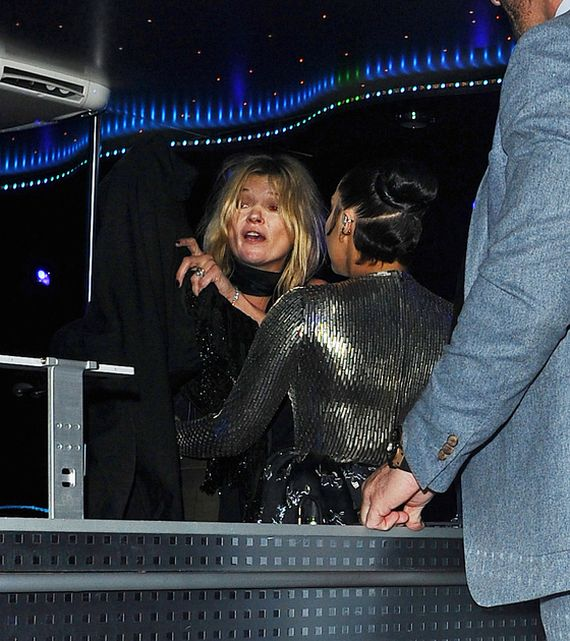 Кейт Мосс изрядно выпила на вечеринке у Леди Гаги (7 фото)