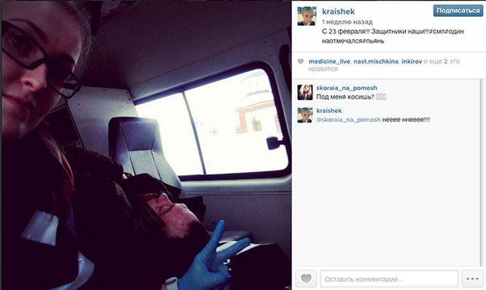 Селфи в карете скорой помощи стало причиной проверки (3 фото)