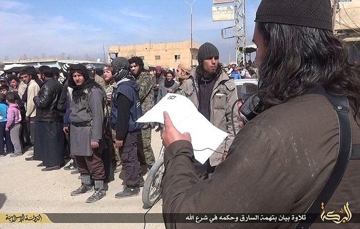 Боевики ИГИЛа вновь отрубили руку вору (8 фото)