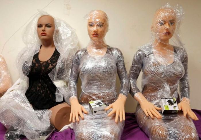 Как делают силиконовых секс-кукол (13 фото)