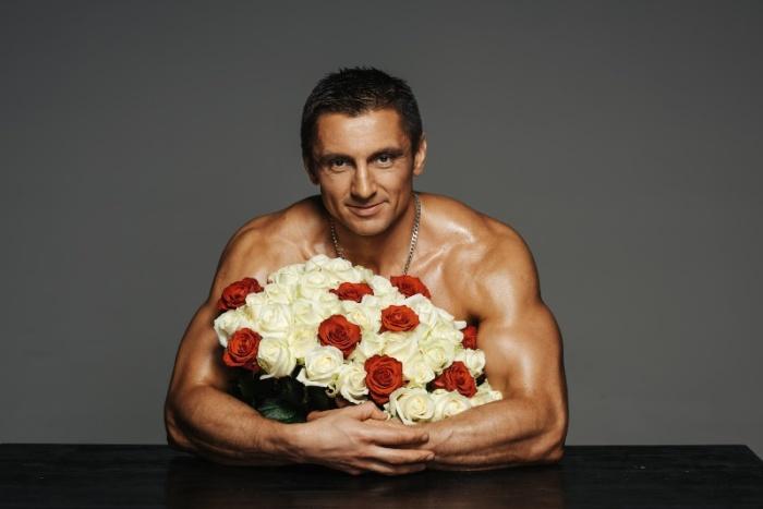 Олег Сухов, самый сексуальный российский адвокат, поздравил женщин новой фотосессией (10 фото)