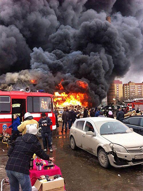 В результате пожара в казанском ТЦ «Адмирал» погибли и пострадали люди (11 фото + 2 видео)