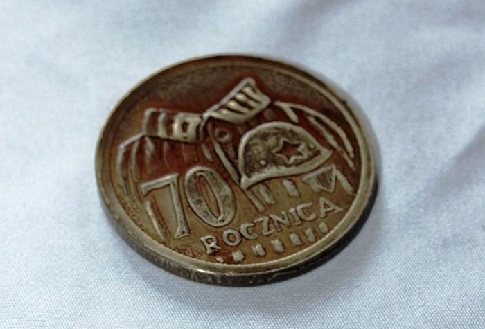 Польский чеканщик изготовил медаль в честь 70-летия освобождения Освенцима (2 фото)