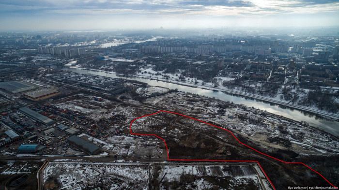 Нелегальная свалка бытовых отходов в Москве (27 фото)