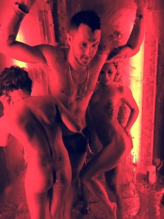 Фото с приватного отдыха российского рэпера T-killah попали в сеть. НЮ (4 фото)