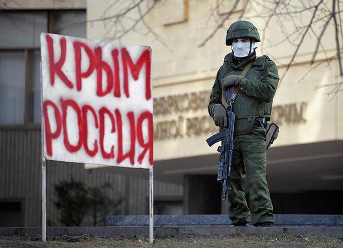 «Вежливые люди» или «зеленые человечки» в Крыму (21 фото)
