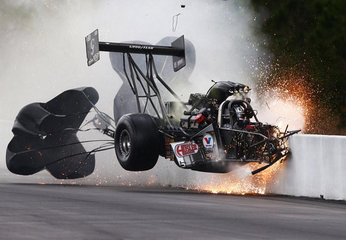 Американский дрэг-рейсер Ларри Диксон уцелел в страшной аварии (5 фото + видео)