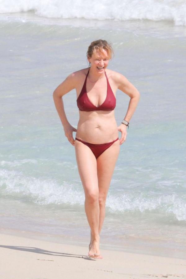 В сеть попали новые пляжные фото Умы Турман (8 фото)