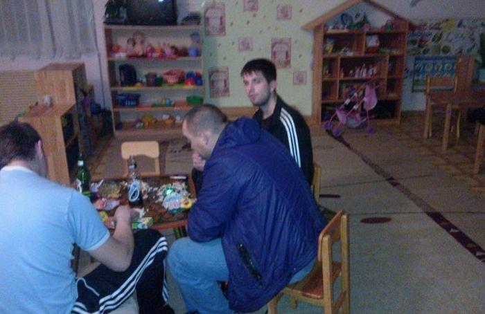 Отдых суровых челябинских воспитателей (4 фото)
