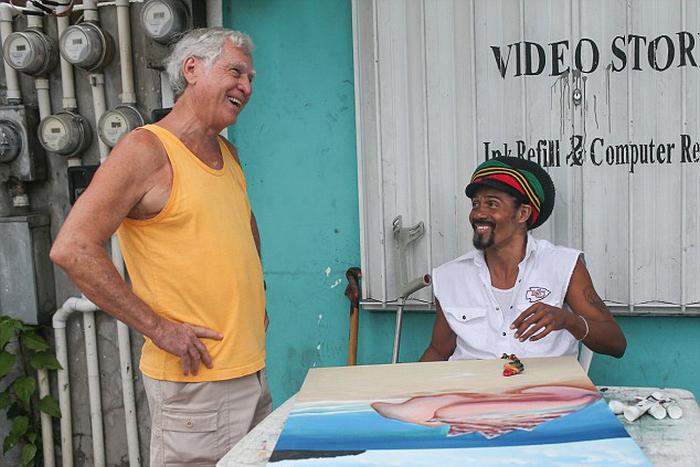 Бывший член Ку-Клукс-Клана ныне живет среди негров и латиноамериканцев (13 фото)