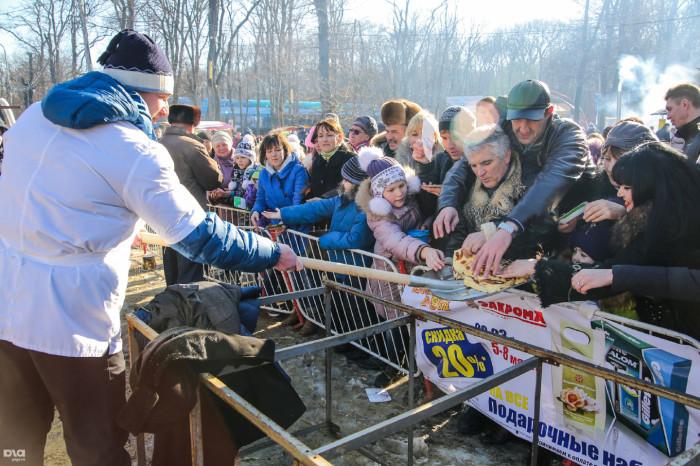 Как жители Ставрополя ели блины на Масленицу (10 фото)