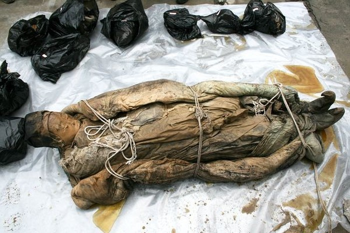 Китайские дорожники раскопали древнюю мумию (6 фото)