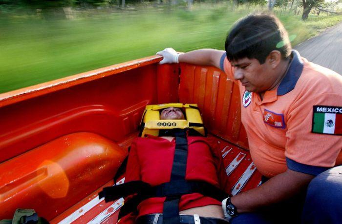Опасное путешествие нелегальных мигрантов (15 фото)