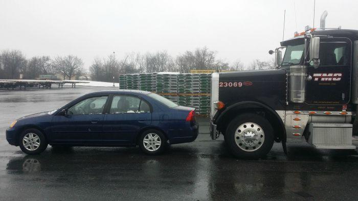 Вот почему не стоит задерживаться перед грузовым автомобилем (2 фото)