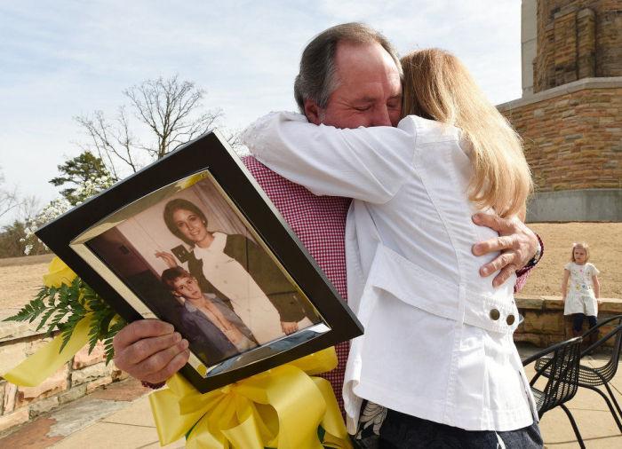 Спустя 42 года мужчина разыскал медсестру, заботившуюся о нем после тяжелой операции на сердце (5 фото)