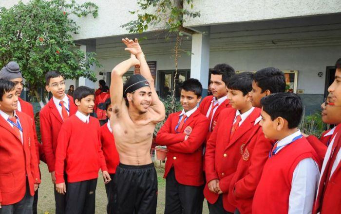 «Резиновый подросток» из Индии (12 фото)