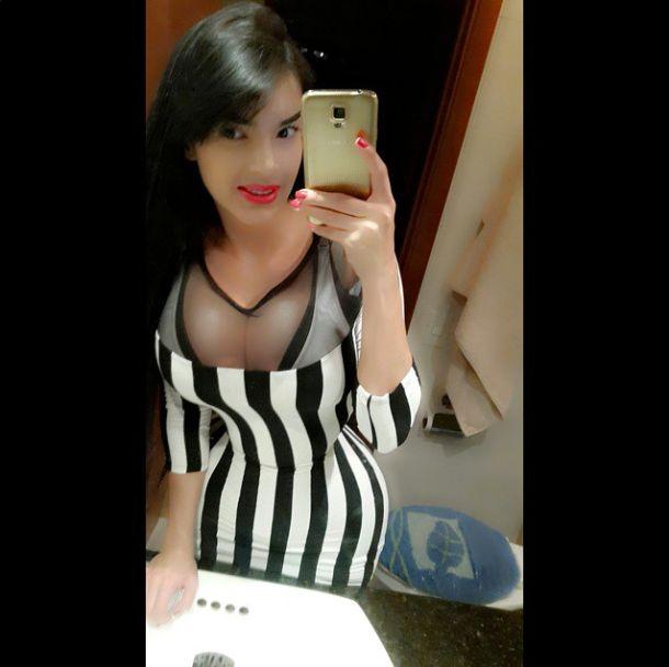 Алейра Авендано из Венесуэлы не расстается с корсетом даже во время сна (24 фото)