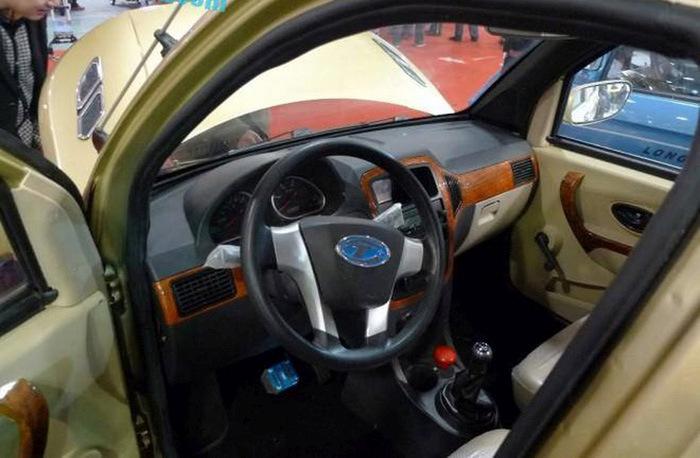 Китайцы показали электромобиль с элементами дизайна внедорожников Range Rover (6 фото)