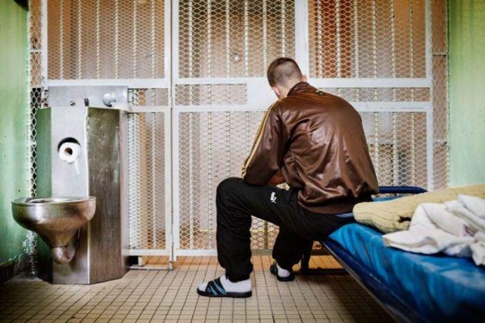 Жизнь французских заключенных в фотопроекте Грегуара Корганова (21 фото)