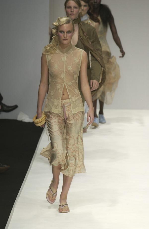 Модели в откровенных нарядах. НЮ (35 фото)