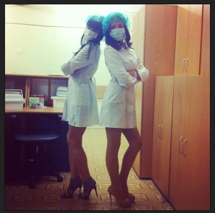 Симпатичные девушки-медработники (49 фото)
