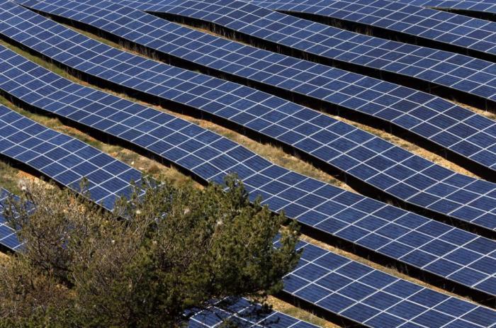 Долина солнечных батарей во Франции (13 фото)