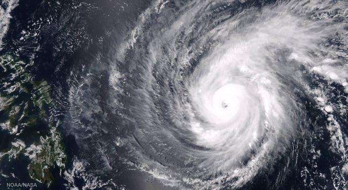 Астронавты МКС сделали снимки тайфуна «Майсак» (6 фото)