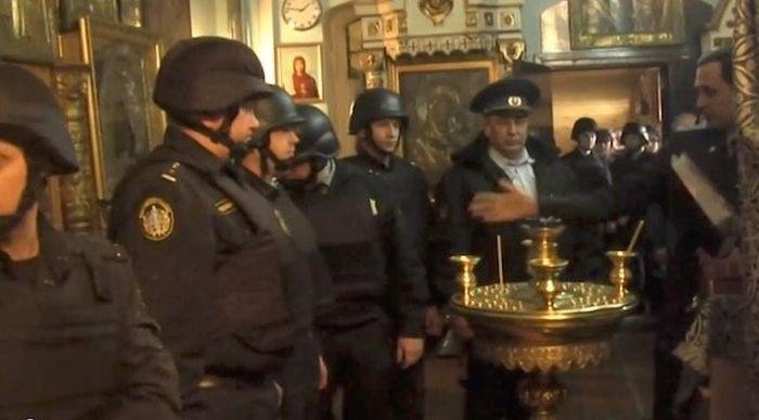 Судебные приставы изъяли мощи святых из церкви РПАЦ в Суздале (2 фото + видео)