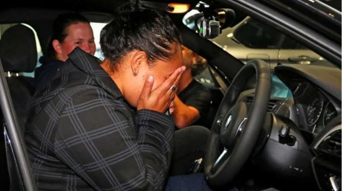 За веру в первоапрельский розыгрыш женщина получила новый автомобиль BMW (3 фото + видео)