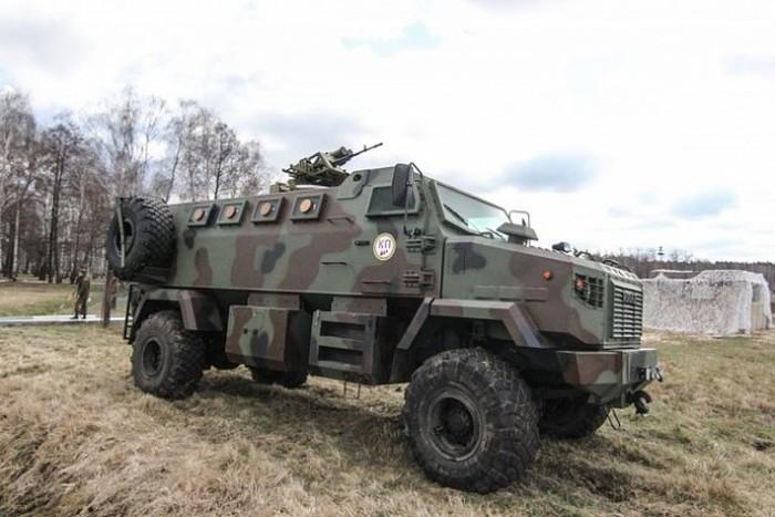 Под Киевом прошла выставка военной техники (28 фото)