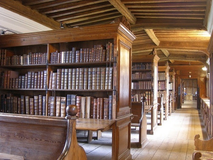 Прикованные книги (9 фото)