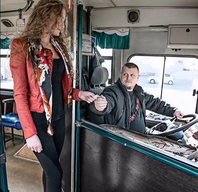 Секс в автобусе с фотомоделью секс