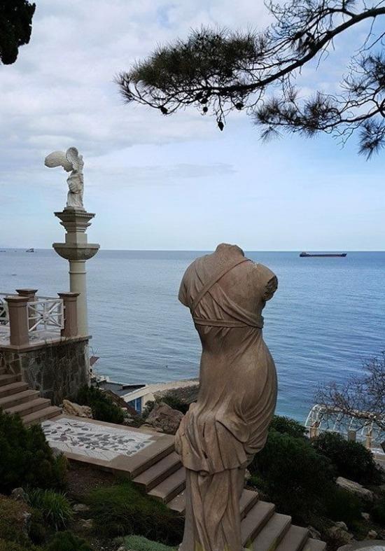 Дмитрий Рогозин отдохнул на бывшей даче Сергея Таруты в Крыму (7 фото)