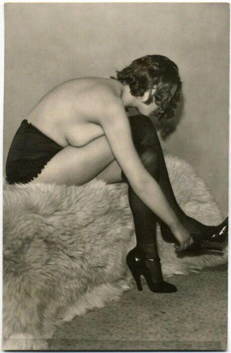 Эротическая реклама нижнего белья 85-летней давности. НЮ (14 фото)