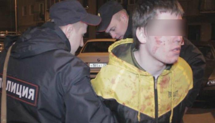 Грабитель-диабетик съел много сладкого и упал в обморок в момент задержания (2 фото)