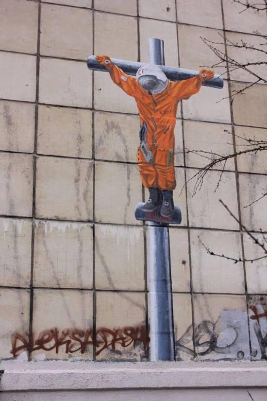 В центре Перми появилось изображение распятого Юрия Гагарина (2 фото)