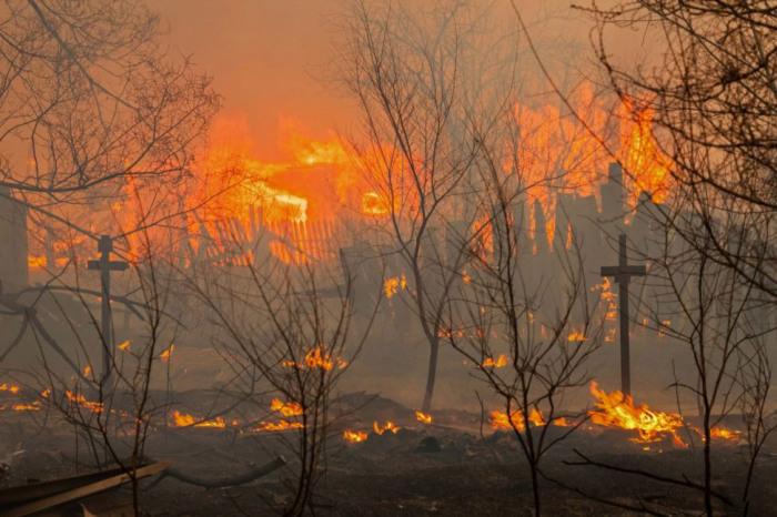 Пал сухой травы привел к множеству крупных пожаров в Хакасии (20 фото + видео)