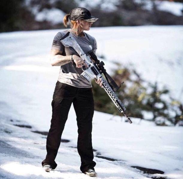Девушка-ветеран вооруженных сил США ловит браконьеров в Африке (23 фото)