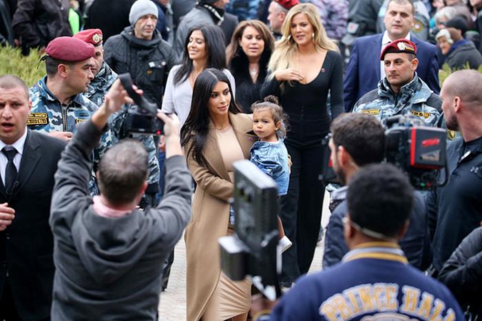 Ким Кардашьян с супругом Канье Уэстом, дочерью Норт и сестрой Хлои побывала в Армении (8 фото)