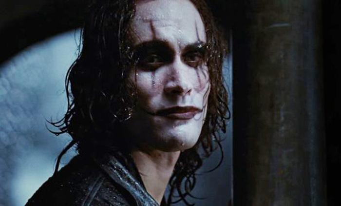 Фильмы, съемки которых продолжились даже после смерти актеров, игравших главные роли (7 фото)