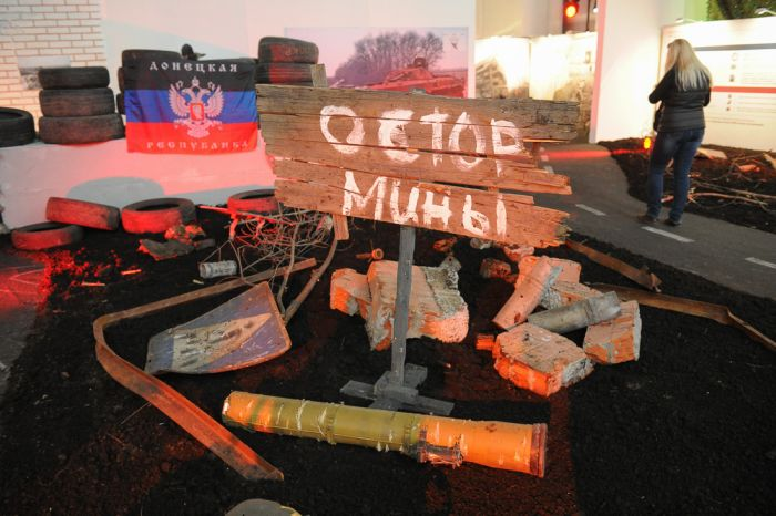 В Москве открылась выставка, посвященная военному конфликту на юго-востоке Украины (38 фото)