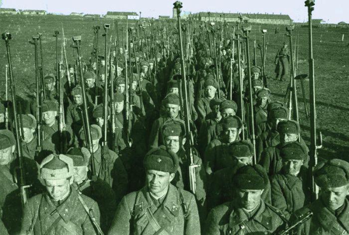 Братья-герои Остапенко, подбившие в одном бою 20 немецких танков (5 фото)